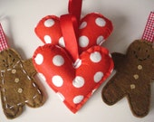 4 Pack of mixed Christmas decorations 2x gingerbreadmen 2x polka dot red hearts