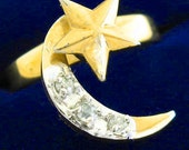 Fun 1980s MOON STAR Gold-plate twirl-charm Vintage RING