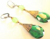 Lovely 1920s Art  Deco Green Czech Glass Flower Vintage Earrings