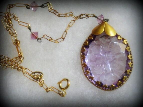 Lovely Victorian Carved Lavender Crystal Intaglio Vintage Necklace