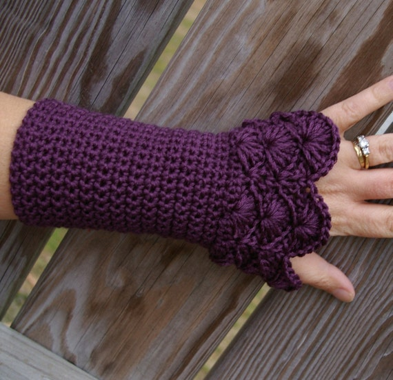 Lace Arm warmers Crochet Fingerless Gloves Crochet Armwarmers in Phlox Purple Peacock Pattern