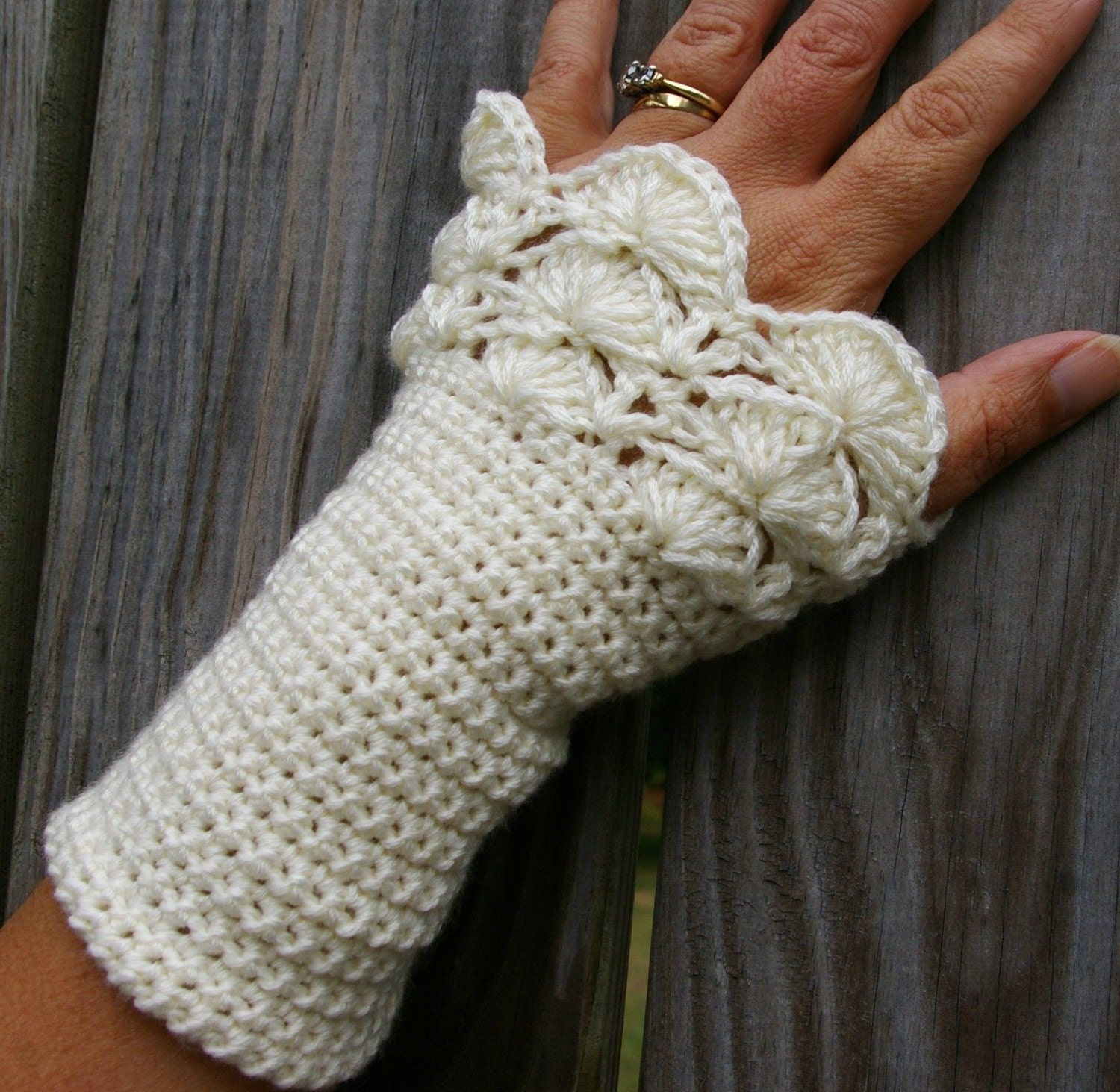 Arm warmers fingerless gloves in cream peacock ruffle crochet zoom bankloansurffo Choice Image