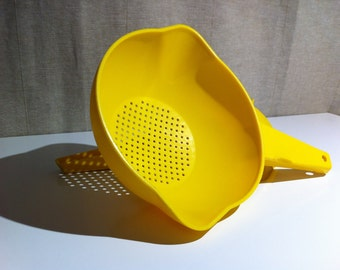 Small 1 Qt - Bright Sunshine Yellow Tupperware Strainer/Colander - imperfections