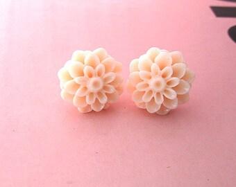 cream de cream- cream peach mum earring