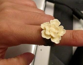 Cream Sakura antique bronze filigree adjustable ring