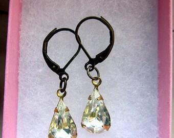 Teardrop clear stone beads leverback earring