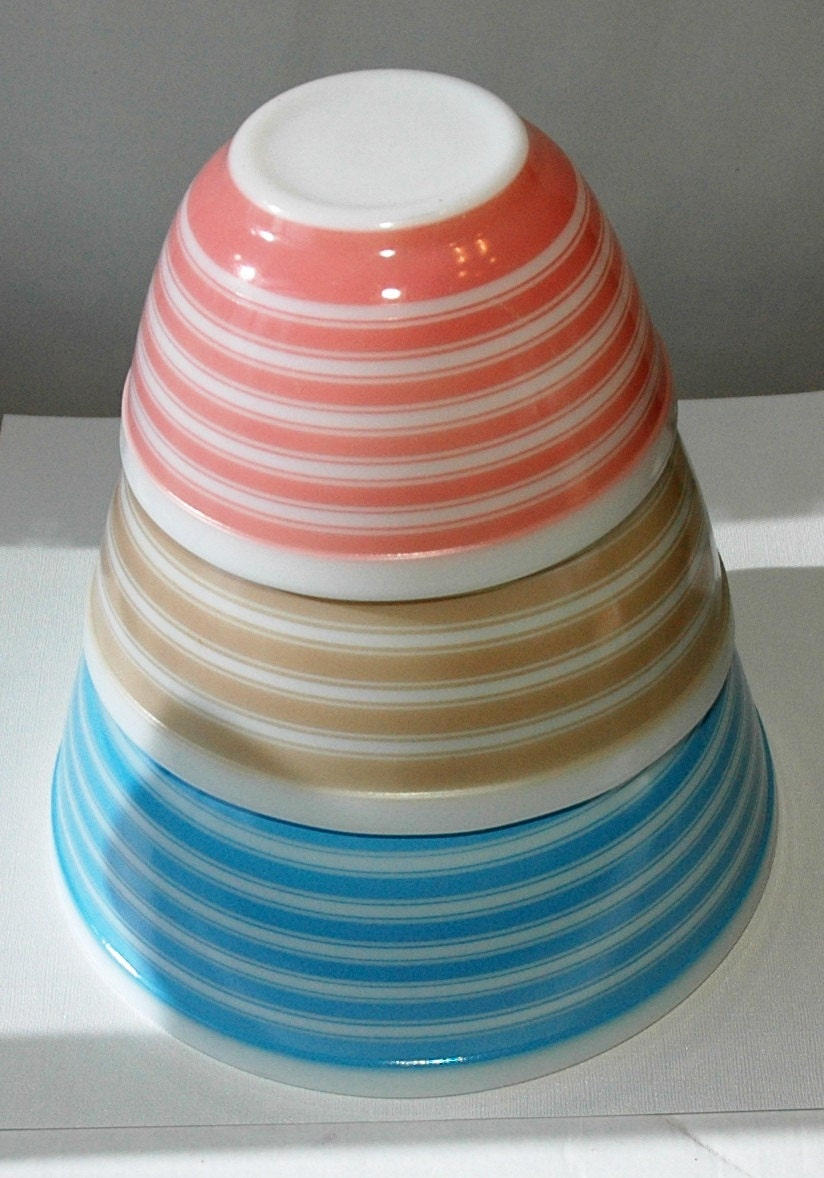 How Much Is 4 Quarts >> Vintage Pyrex Rainbow Stripes Mixing Bowl Set 401 402 403