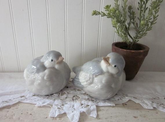 2 Birds, OMC Otagiri, Chubby Gray and White Doves, Ceramic Love Birds, Mr. & Mrs. Winter Bird, vintage shabby charm