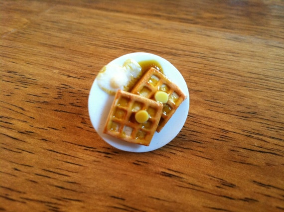Mini food ring - Waffles, butter, syrup and an egg - artisan quality