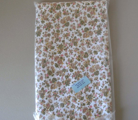 Vintage Cotton Quilt Fabric 45 inch wide 4 yards length 1960 Dress Floral Pattern White Green and Beige Print