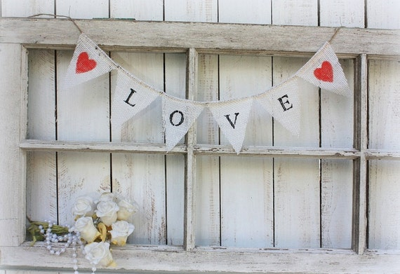 Mni LOVE banner with red hearts