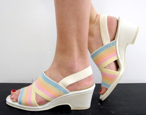 Vintage 70s Wedge Sandals ... Walkin on Sunshine ... Size 7.5