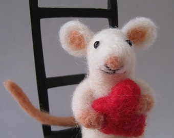 Mouse love, needle felted animal