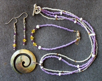 Spiral Carved Abalone Seed Bead and Shell Necklace With Bracelet and Earrings