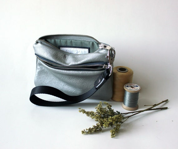 leather wristlet silver leather wallet eco-friendly zip // la trousse