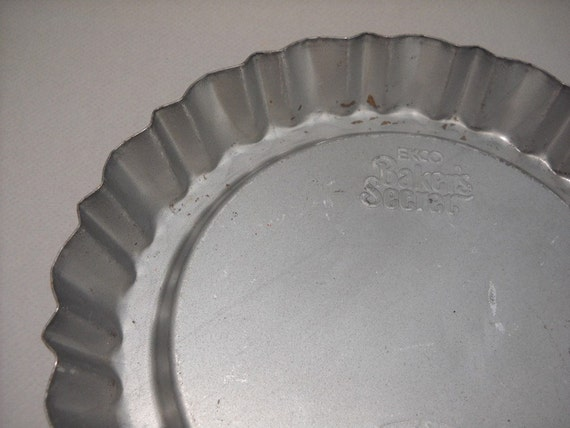 vintage fluted tin pie pan or plate, Duncan Hines, farmhouse rustic and shabby chic