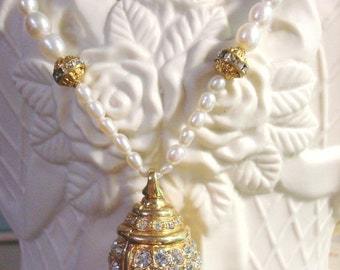 Pearl and Gold Swarovski Pendant Bauble Necklace