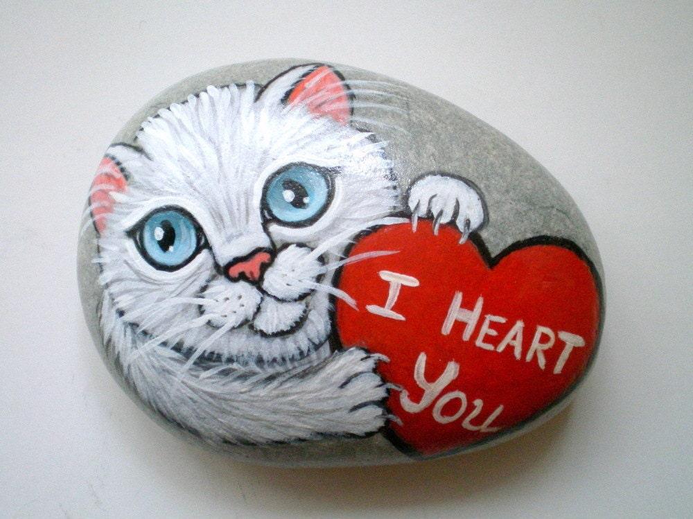 I heart you white cat painted stone rock art paperweight - Decorar piedras de rio ...