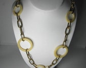 RESINE AND GOLDTONE LINK 40 INCHES
