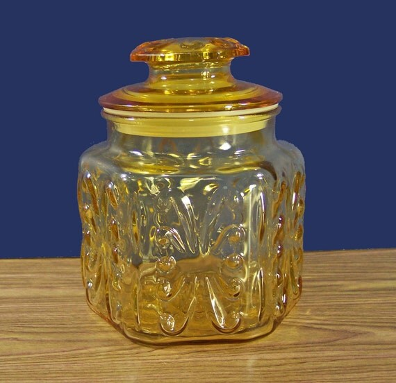 Cookie Jar, Apothecary Jar, or Canister in Beautiful Sunny Yellow Glass. 6 Paneled Sides. Vintage. 2949