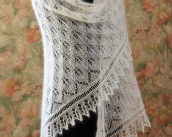 Knitted Lace Shawl / Weddings Shawl / Ivory Laces / Bohemian Weddings Shawl