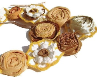Crochet daisy floral necklace with rolled fabric roses sunset Autumn colors, Crochet Flower necklaces,