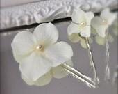 Wedding Hair Flowers, 6 Ivory Hydrangea Blossom Hair Pins set of 6, Elegant Pearl Center