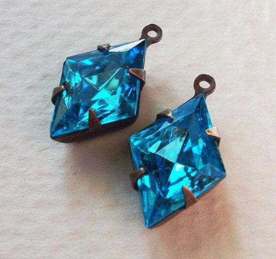 Vintage Rhinestones Aquamarine Diamond Glass Vintage Jewels - Foil Back Stones - Hand Antiqued Brass Settings - 15x10mm