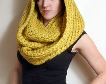 The New Yorker Circle Scarf in Citron Yellow
