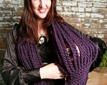 HOLIDAY SALE - Wool Roving Circle Chain in Plum