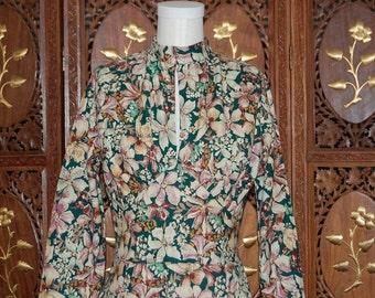 1970s Floral Printed Cotton Midi Tea Dress with Keyhole Neckline