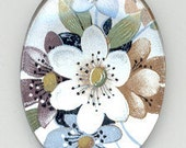 1 Piece - 40mm x 30mm Vintage Glass Floral Cameo On A White Pearl Background (4041)