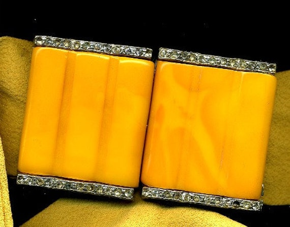 antique 1930 bakelite yellow butterscotch belt buckle with rhinestones