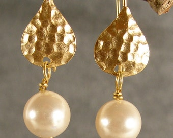 Pearl and Hammered Gold Earrings, Bridal Party Gift, Bridesmaid Earrings, Gold Hammered Earrings, Bridal Earrings (4387W)