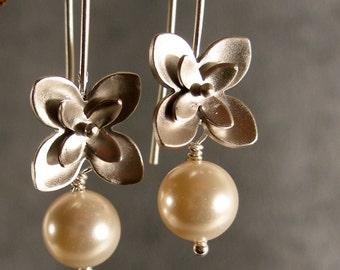 Pearl Little Flowers Silver Bridesmaid Earrings, Silver Earrings, Pearl Earrings, Bridal Earrings (4273)