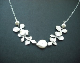 Bridesmaid necklace, Silver plated necklace wiht Freshwater Coin Pearl and Orchid flowers