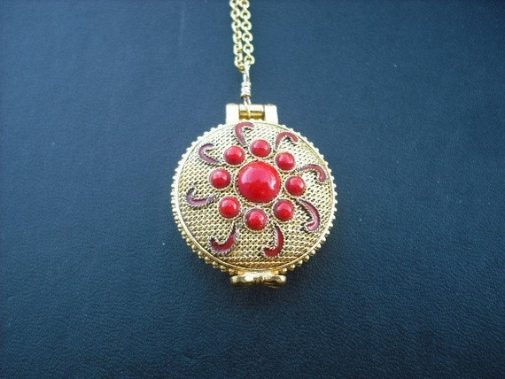 SALE - gold mesh locket - red - Last One
