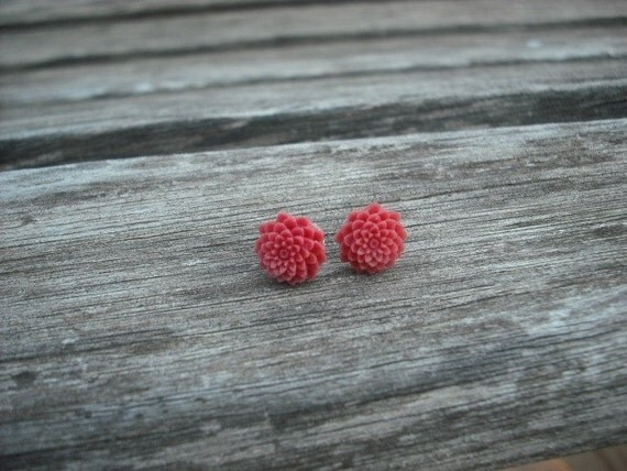 Fuchsia red mum post earring