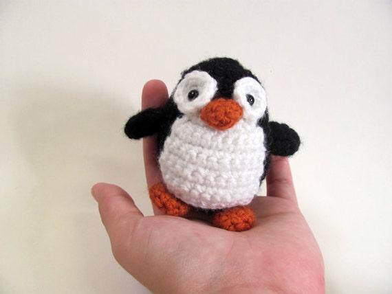 Haakpatroon Amigurumi Penguin : MADE to ORDER Amigurumi Penguin and Chick cute crochet