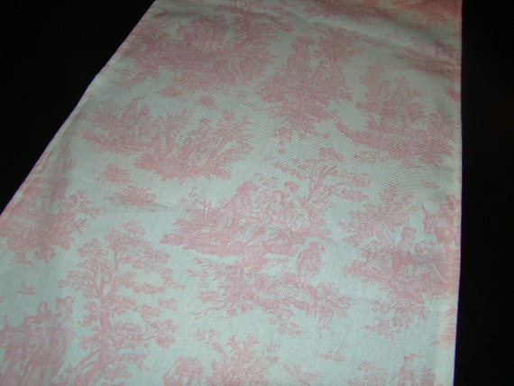 Toile in Baby Pink Runner