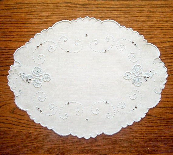 Scalloped Oval Linen Doily or Table Runner Hand Embroidered Vintage