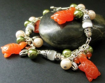 Tortoise Bracelet. Charm Bracelet with Cats Eye Turtles, Carnelian Agate and Pearls. Handmade Bracelet.