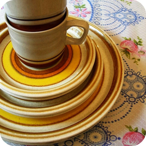 Vintage PLATES by Mikasa Sun Circles and 2 BONUS MUGS by Contemporary Chateau