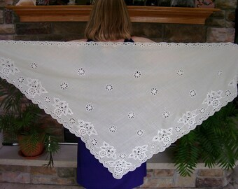 Triangle linen shawl