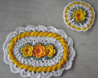 Yellow rose placemats and hot pad set