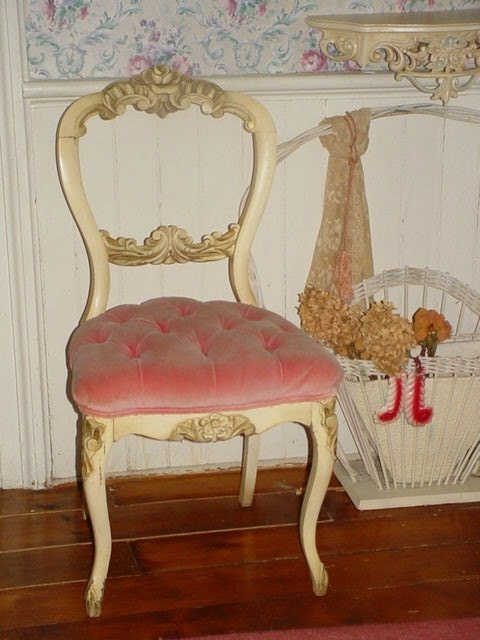 Vintage French Pink Velvet Tufted Boudoir Vanity Chair Carved