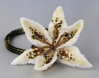 Lilium , peyote pattern