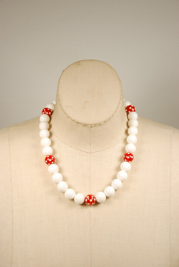 vintage gumball bead necklace white by flamingjunevintage