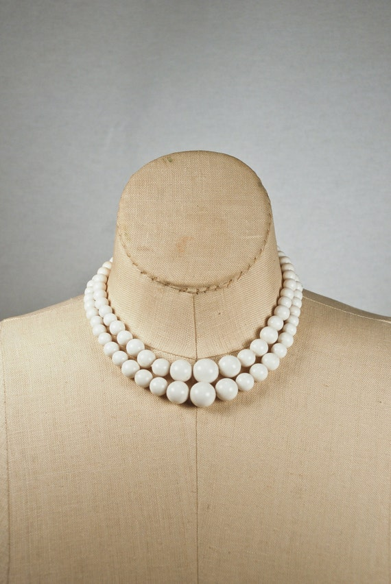 1950s 1960s Graduated Double Strand White Plastic Bead Necklace