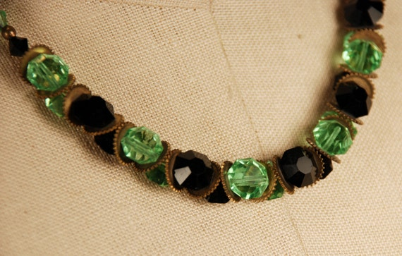 Stunning 30s 40s Art Deco Harlequin Faceted Green Jet Black  Glass Necklace